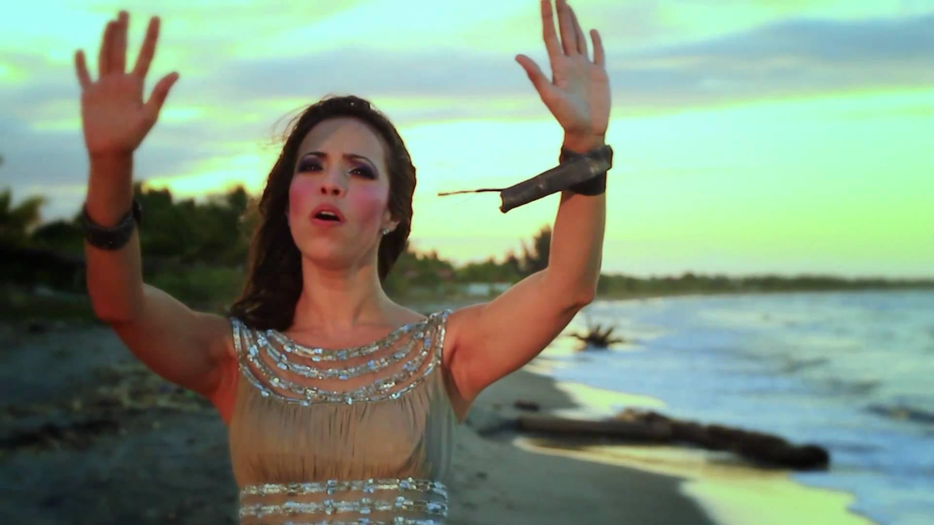 Jennifer Salinas – Eres Santo #musicacristiana