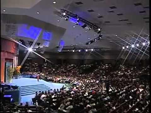 Photo of 4 amenazas para tu felicidad – Pastor Cash Luna